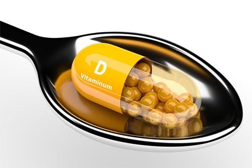 ложка и капсула витамин Д