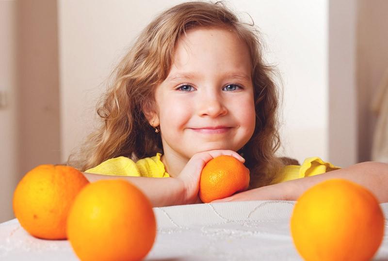 мандарины и ребенок