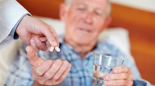 прием лекарств в пожилом возрасте