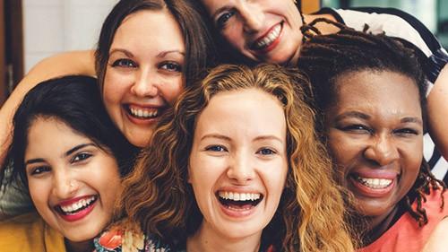 счастливые дамы